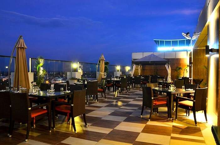 private couple cafe lucknow